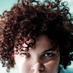 Automatyczna lokówka do włosów – wady i zalety